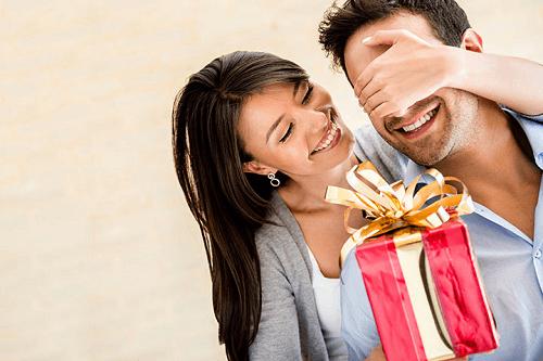 Memberikan kejutan kepada suami