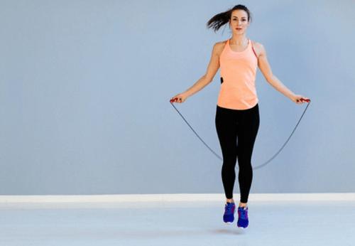 turunkan berat badan dengan lompat tali